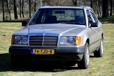 200 Sedan (W124)