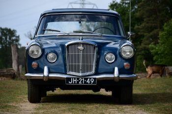 Wolseley 110/ 6 Sedan