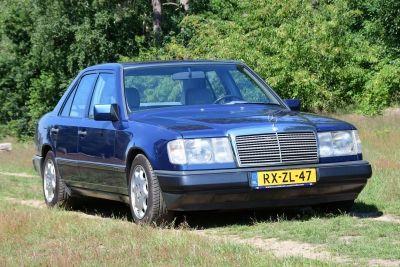 Mercedes-Benz 230 E (W124) Sedan