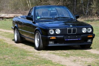 BMW 320I Convertible (E30)